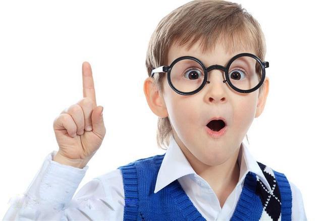 矫正近视指的是,对孩子的裸眼视力进行矫正,使其不戴眼镜视力也能达到