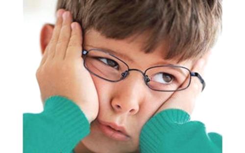 让孩子早日佩戴角膜塑形镜.-儿童近视形成的原因有哪些图片
